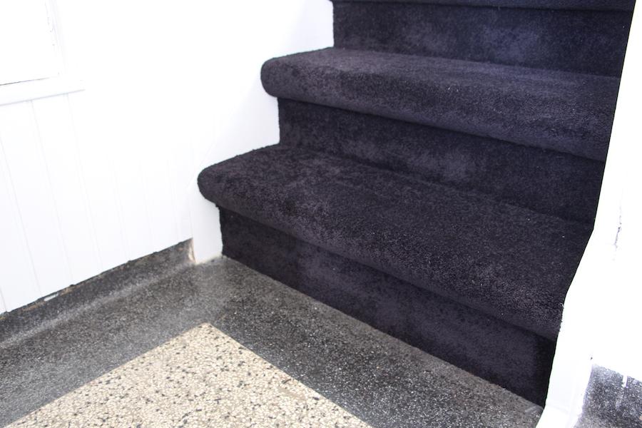 Hoogpolig velours tapijt trap trapbekleding.com